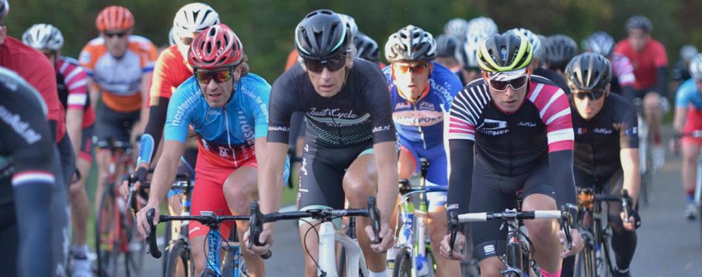 Just Cycle Sportswear organiseerde samen met wielerclub WV Amsterdam een bedrijvencompetitie. Wij leggen uit waarom dit zo'n groot succes werd.
