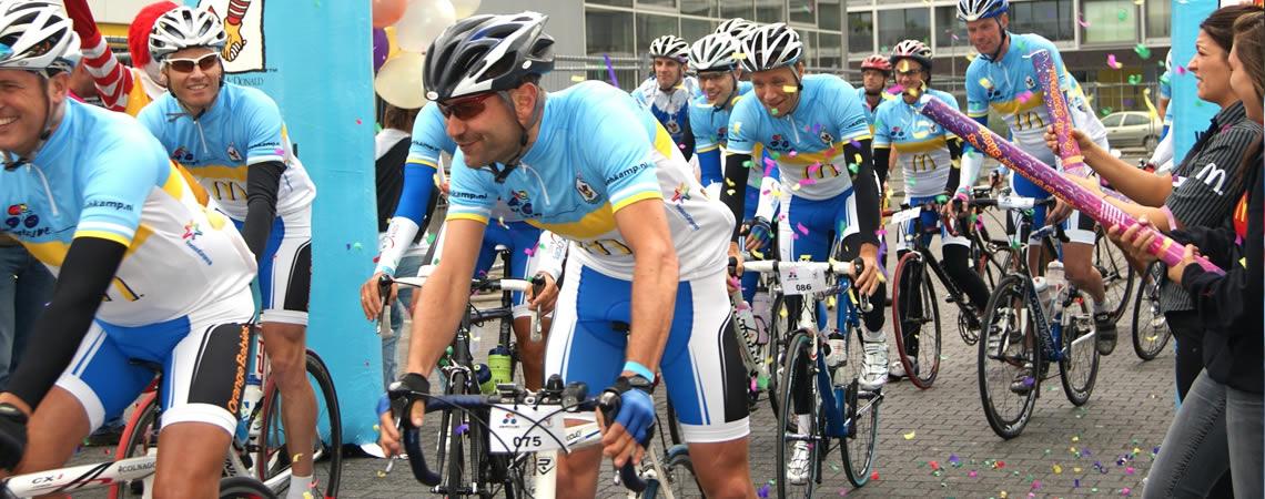 Just Cycle Sportswear is een officiële samenwerking aangegaan met HomeRide, de fietstocht waarin deelnemers fondsen bijeen fietsen voor de Ronald McDonald Huizen!